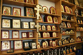 Christian icons and other symbols in souvenirs Shop in Jerusalem, Israel. — Stock Photo