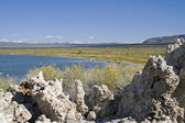 Mono Lake in Sierra Nevada mountains — Stock Photo
