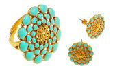 戒指和耳环与花卉装饰 — 图库照片