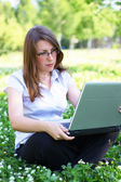 Business woman holding a laptop — Stockfoto
