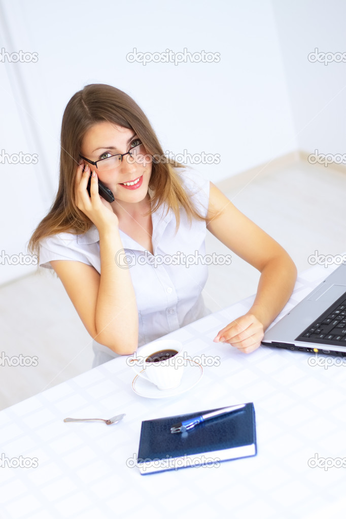 Business woman talking on the phone — Stock Photo #3438269
