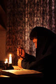 Man sitting by candlelight — Stock Photo
