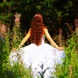 Foto Stock: Girl in white dress in forest