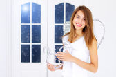 Krásná dívka drží harfa — Stock fotografie