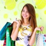 güzel bir kız ile alışveriş torbaları — Stok fotoğraf