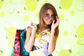 красивая девушка с сумки — Стоковое фото