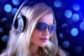 Dziewczyna ze słuchawkami — Zdjęcie stockowe