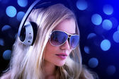 Girl with headphones — Stockfoto