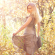 Attractive girl dances in the autumn forest — ストック写真