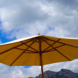 Sunshade against the rocks and sky — Stock Photo