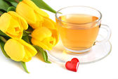 Tea, tulips and red heart — Stock Photo