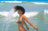 Brunette girl in blue sea — Stockfoto