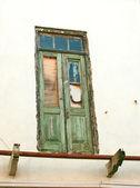 Old broken door — Stock Photo