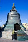 La campana más grande del zar en el kremlin de moscú — Foto de Stock