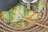 Topografische kaarten en kolf — Stockfoto