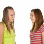 Two teen girls talking — Stock Photo