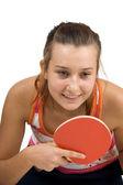 молодая девушка играет настольный теннис — Стоковое фото