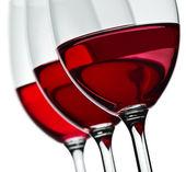 Avsnitt av tre wineglas med rött vin isolerade — Stockfoto