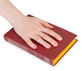 Hand of person reciting the oath on book — Stock fotografie