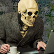 Terrible person - skeleton uses Internet — Stock Photo #3594999