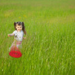 Little girl starts a flying disk — Stock Photo