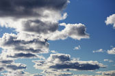 Cloudy contrasting sky — Stock Photo