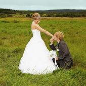 Groom to genuflect near bride — Stock Photo