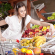 Woman choose food in grocery supermarket — Stock Photo