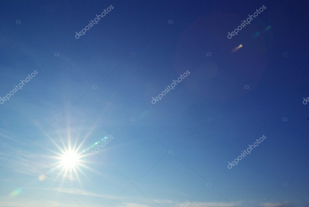 Sun in a blue cloudy sky — Stock Photo #3180740