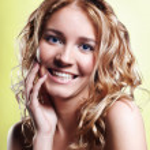 Mädchenbildnis schön lachend — Stockfoto #2730285