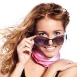 lachen vrouwelijke met wind — Stockfoto