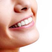 Boca de mulher sorridente com dentes grandes — Foto Stock