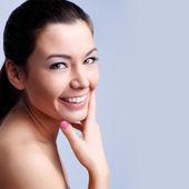 Vackra leende kvinna — Stockfoto