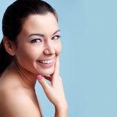 Porträtt av en vacker kvinnlig modell — Stockfoto