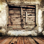 Room in an old house with boarded up window — Stockfoto