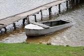 Velho barco na passagem da idade — Fotografia Stock