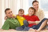 Szczęśliwa rodzina czterech — Zdjęcie stockowe