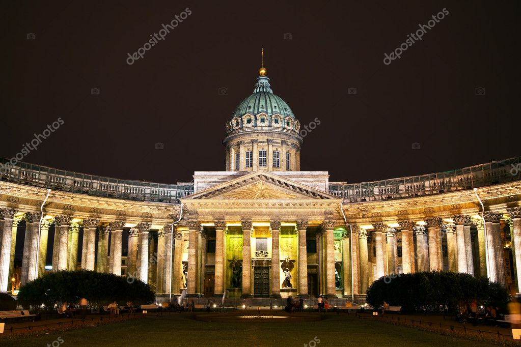 Kazan Cathedral or Kazanskiy Kafedralniy Sobor in St. Petersburg by night — Stock Photo #3571408