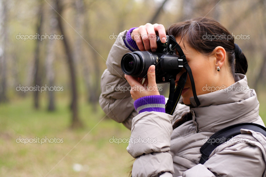 Woman the photographer on the nature — Stock Photo #3182222