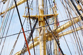 Mast and guy cables of sailing vessel — 图库照片