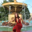 Beautiful girl and fountain - Stockfoto
