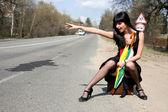 Chica en el camino — Foto de Stock
