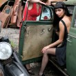 Two girls with vintage car — Stockfoto