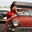 Girl washing vintage car — Stockfoto