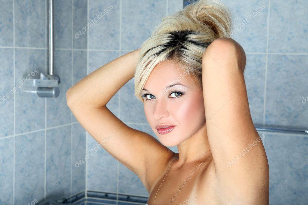 этом девушка в ванной фото блондинка Убийство Убивать