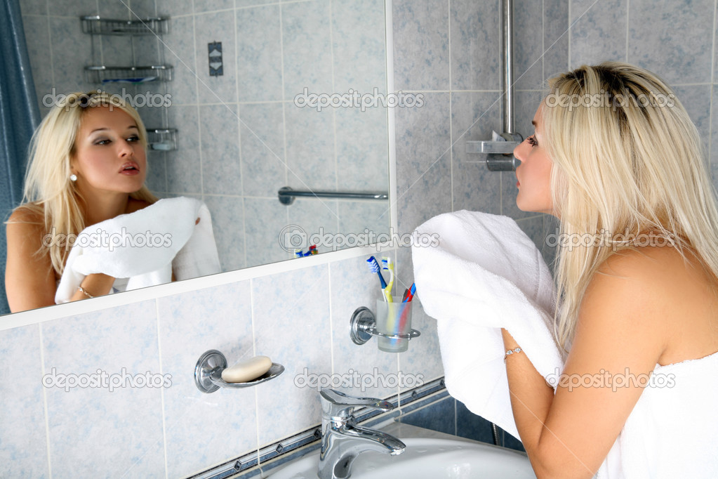What is up with girls and Bathroom PHOTOS? - Yahoo! Answers