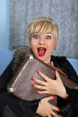 带着手提箱复古风格的女人 — 图库照片