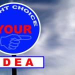 cartello stradale idea con cielo e nuvole drammatici — Foto Stock #2910073