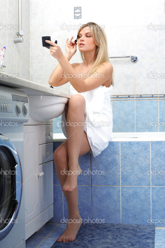 Young woman during daily morning routines — Stock Photo #3052474