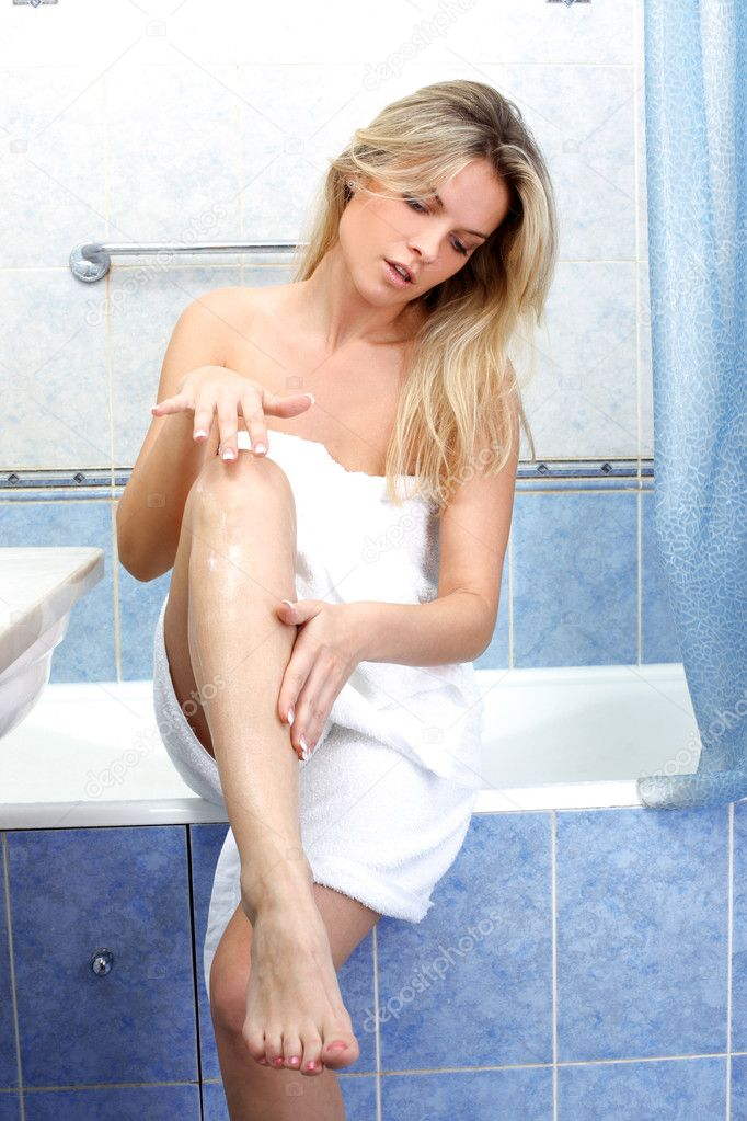 Young woman during daily morning routines — Stock Photo #3057221